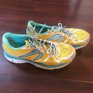 Newton Kismet Womens Size 9 Yellow Shoes